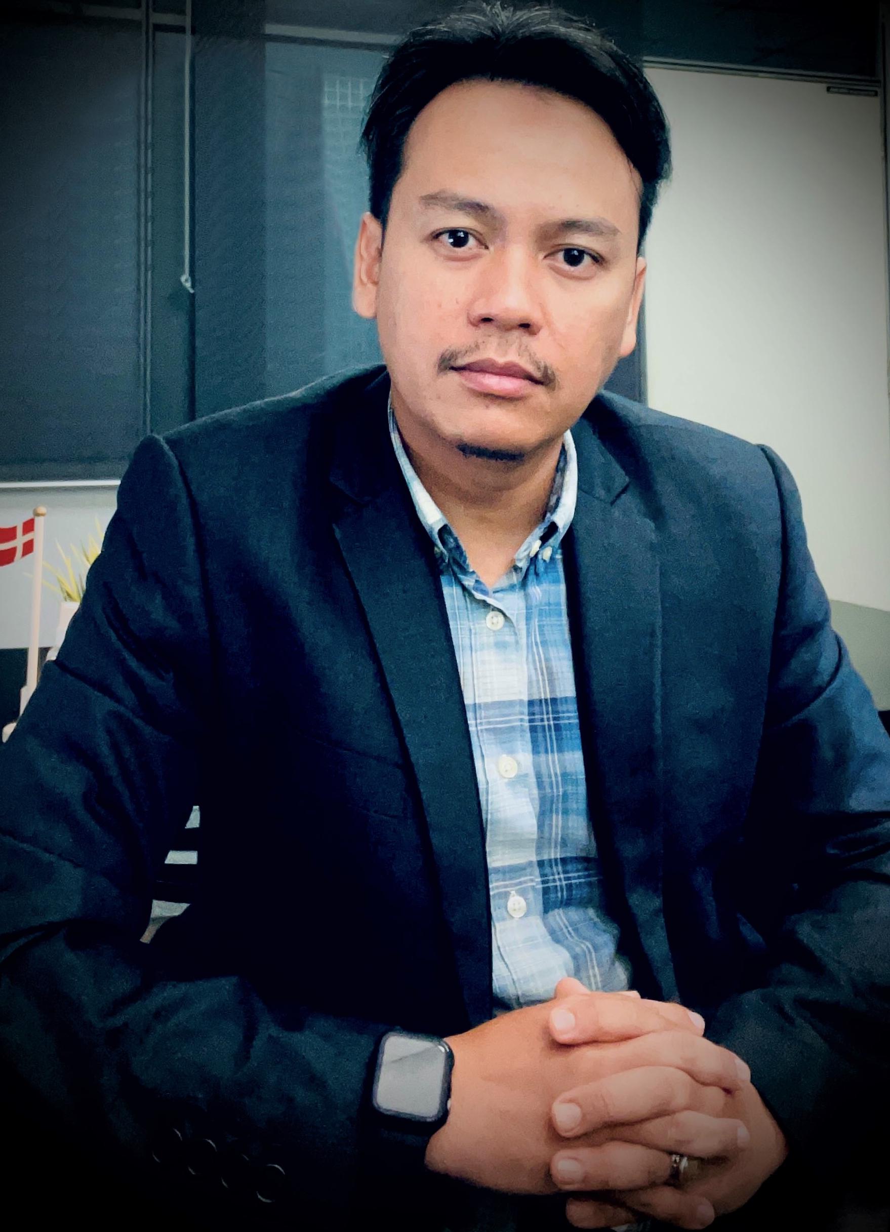 Dr. Uznir Ujang